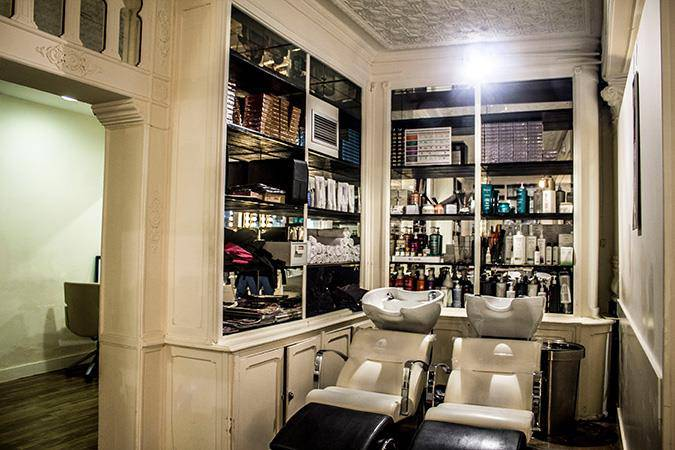 The Barber Shaves and Trims Principe Color