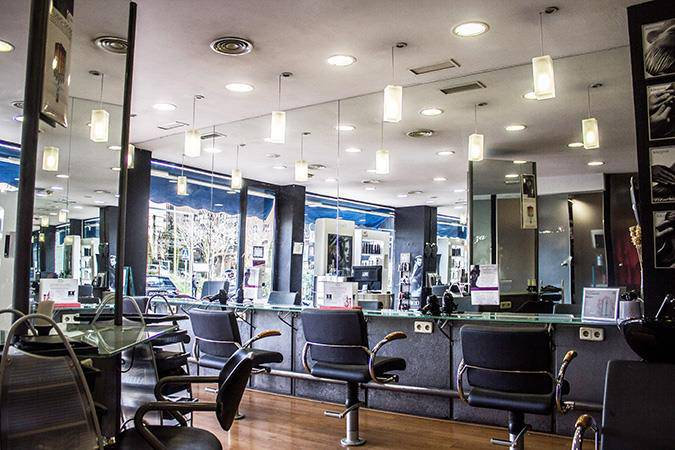 The Barber Shave and Trims Sanchinarro Color